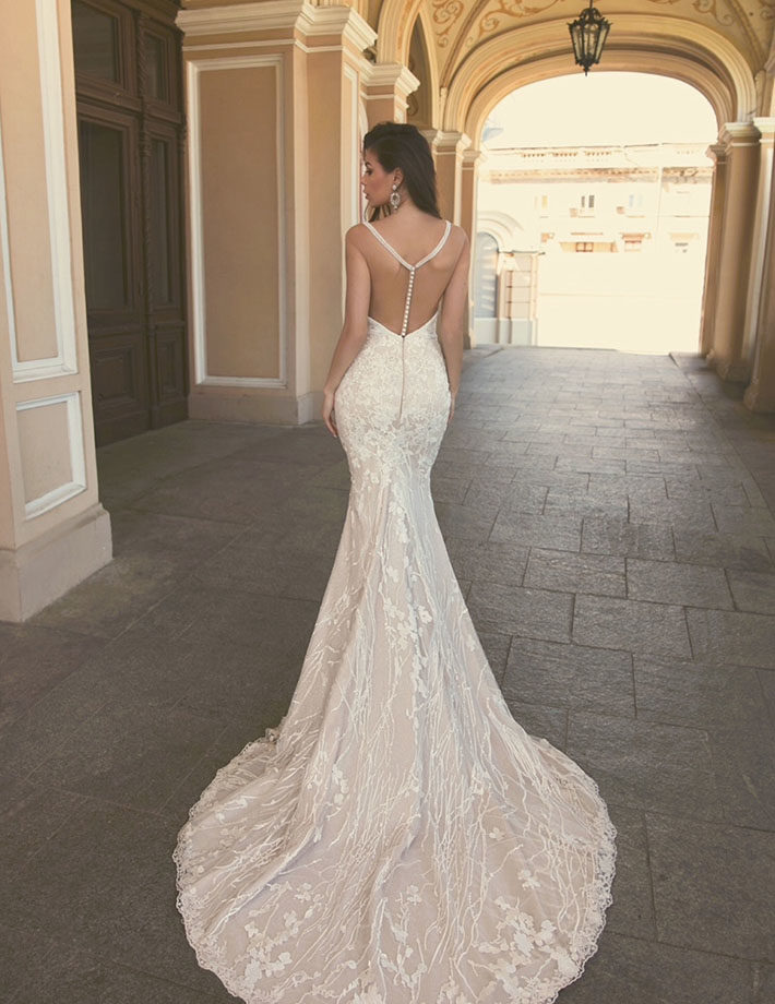 Mermaid wedding dress with a heart-shaped neckline